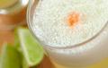 Salud con un rico Pisco Sour peruano.