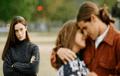 Psicóloga reveló que soñar con infidelidad o traición puede representar tus propios miedos e inseguridades