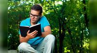 10 trabajos muy bien remunerados para aquellos que aman leer y lo hacen muy bien