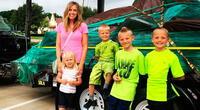 Sus hijos se quedaron solos en la calle y 2 contundentes palabras les salvaron la vida