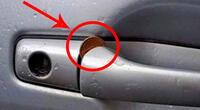 ¿Tomas mucho taxi? Si ves una moneda atascada en la puerta, podrías sufrir un robo