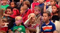 Niña de 5 años cantó con lenguaje de señas para que sus padres sordos entiendan