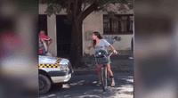 Las imágenes del enfrentamiento entre la joven y el taxista han dado la vuelta al mundo