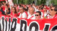 Los hinchas peruanos volvieron a pintar las calles rusas de blanco y rojo alentando a la bicolor antes de su encuentro con Francia