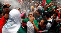 La marca de cerveza Estrella Jalisco, de México, regaló un cargamento lleno de cerveza a la embajada de Corea del Sur en Washintong por su victoria ante Alemania