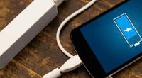 El cable de celular es en realidad un transformador de corriente que convierte los voltajes de un circuito en aquellos que necesita el teléfono.