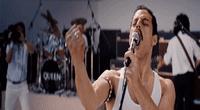 Rami Malek afronta el mayor reto de carrera artística al interpretar al polifacético Freddie Mercury.