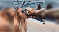 Joven se hace viral al tomar cerveza de la boca de un pescado muerto