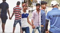 Los hombres no temen tomarse de las manos en la India.