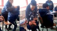 Menor fue agredido en salón de clases, y compañeros, lejos de defenderlo, se ríen mientras observan la escena.