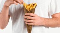 Diseñadores crearon novedoso empaque biodegradable para papas fritas.