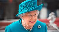 """Princesa Ana contó que la reina Isabel, de Inglaterra, tiene una mano """"falsa"""" que puede usar para saludar al público."""