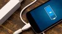 Según los especialistas, las baterías de los dispositivos móviles están diseñadas para consumir la energía necesaria para cargarse.
