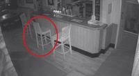 La silla se mueve varios centímetros por sí sola.