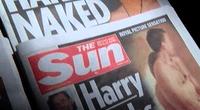 Escandalosas imágenes del príncipe Harry desnudo resurgieron.