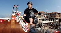 El deportista estadounidense aún posee sus habilidades sobre el skate