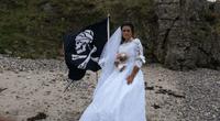 ¿Recuerdas a la mujer que se casó con un pirata fantasma? se divorció y ahora sufre.