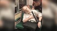 Captan a anciano fotografiando a chica, pasajeros lo humillan y finge infarto.
