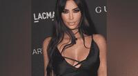 """Kim Kardashian posa en sexy bikini, pero su """"cara lavada"""" a sus 38 años impacta a fans."""