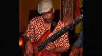 Médicos extrajeron tumor a músico de jazz Musa Manzini mientras este tocaba su guitarra
