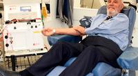 Australiano James Harrison entró al libro de Récords Guinness como el mayor donante de sangre de la historia.