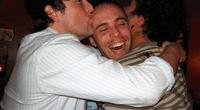 ¿Te gusta tomar? Los hombres borrachos se sienten atraídos por otros; según estudio ¡Cuidado!