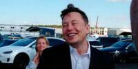 """""""Suena como una contraseña"""": Elon Musk olvida el nombre de su hijo X Æ A-12 en Alemania (VIDEO)"""