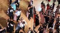 Jóvenes graduados bailan de espaldas para no contagiarse de COVID-19.