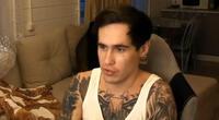 Reeflay, youtuber ruso, ha recibido prisión preventiva por haber provocado la muerte de su novia y transmitirlo en directo./Fuente: YouTube.