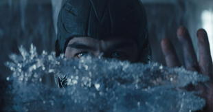 Las primeras imágenes oficiales de la película de Mortal Kombat finalmente se han revelado. En esta, se muestra a Sub-Zero, el icónico ninja de hielo de la saga./Fuente: Entertainment Weekly.