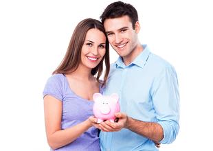 Una pareja que sabe ahorrar, se prepara para un futuro mejor.