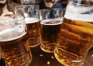 Las bebidas alcohólicas en exceso son dañinas, pero en estos trabajos te van a cuidar si tomas.