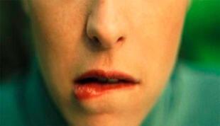 Las consecuencias de morderse los labios
