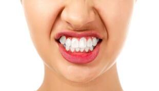 El bruxismo es el hábito involuntario de rechinar los dientes