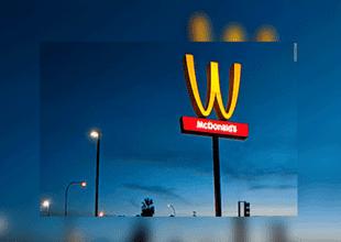 La cadena de restaurantes decidió invertir su logo por un día