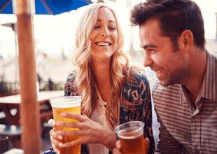 Estudio reveló que beber alcohol en pareja resulta beneficioso para la relación
