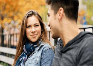 Estudio busca romper el mito de que las personas tímidas son propensas a quedarse calladas.