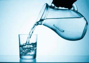"""Nutricionista de """"A comer pescado"""" recomienda tomar la misma cantidad de agua que el resto del año durante el invierno"""