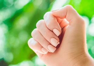 El ajoes uno de los ingredientes más populares para el cuidado y crecimiento natural de las uñas.