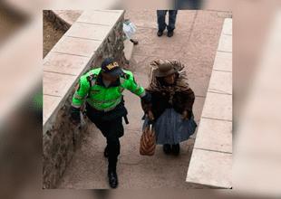 Policía se ganó la dmiración de todos tras solidario gesto con anciana durante las elecciones 2018