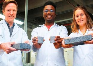 Estudiantes de Sudáfrica crearon los primeros bio ladrillos hechos a base de orina humana