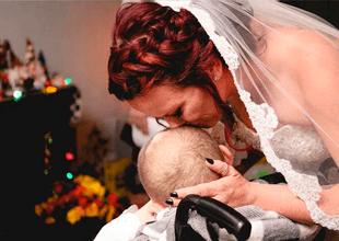 Niño de 12 años cumplió su deseo de llevar a su madre al altar antes de morir