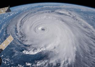 ¿Cómo se nombran los huracanes?