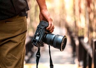 Familia que se encuentra en la búsqueda de fotógrafo profesional ofrece un salario de más de 100,000 dólares