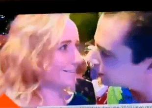 El beso de Año Nuevo fue un fracaso para este hombre.