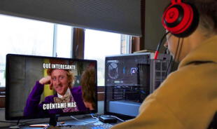 Opera busca aficionados a memes tontos y videos divertidos.