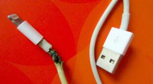 Los cables Lightning de Apple a menudo son víctimas de daños como deshilachamiento debido a que son bastante delgados./Fuente: Getty Images.