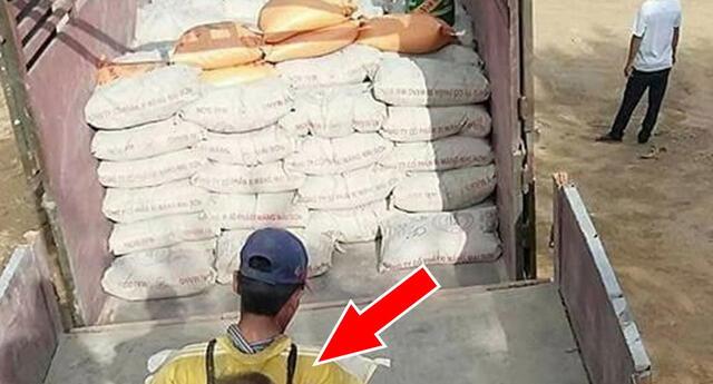 Lo que un obrero carga en sus espaldas ha entristecido a todas las redes sociales