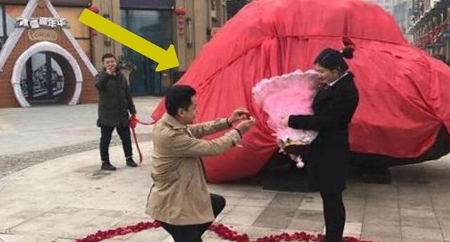 Pidió matrimonio y compró el regalo más grande e insólito que encontró, ¿qué es?