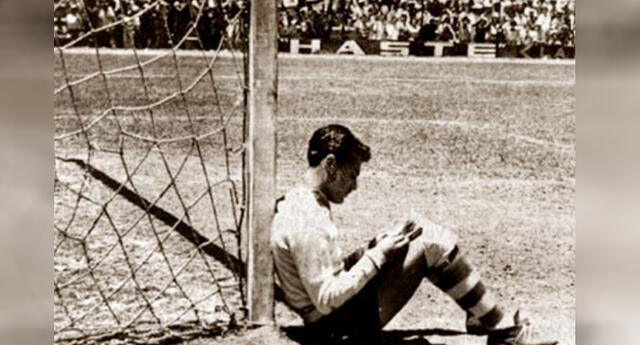 ¿Por qué un portero se sentó a leer en un partido de fútbol? Conoce la verdad